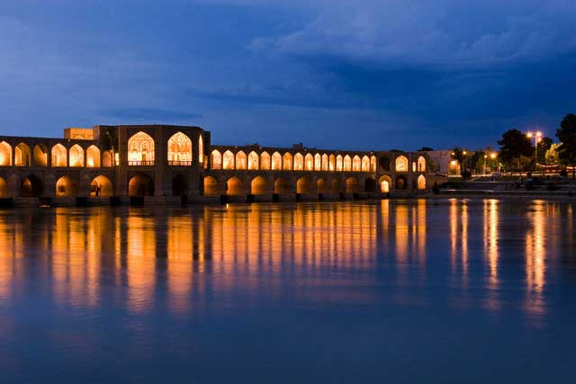 Khajou bridge, Zayandeh River, Isfahan, Iran