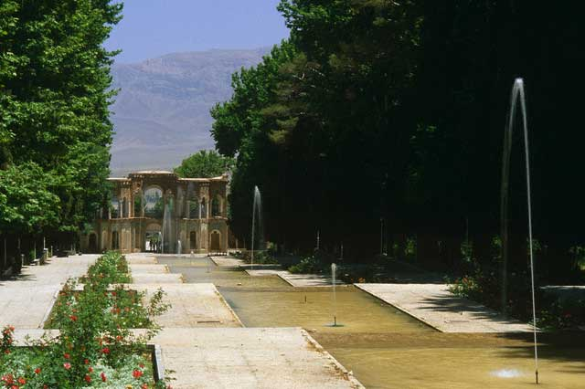 Cascading Fountains at Shahzadeh Garden