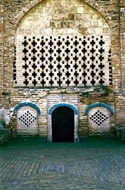 Hamdollah Mostowfi Tomb, Qazvin