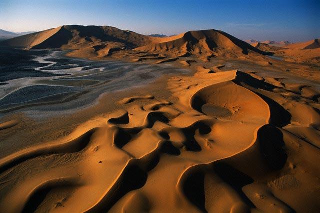 Dunes and Khwar Hamidan Springs