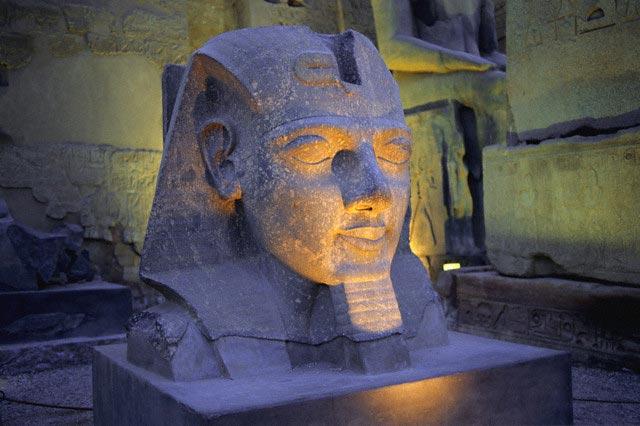 Temple of Luxor, statue of Ramses II