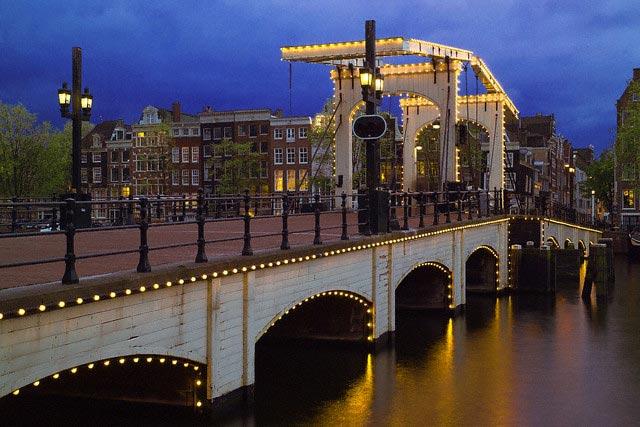 Magere Brug over Amstel River