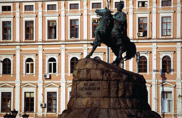 St Sophia Square, Bogdan Khmelnitsky statue