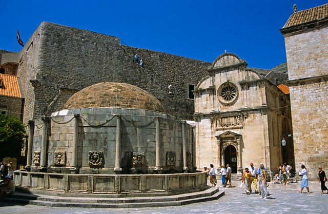 Onofrio's Large Fountain and Saint Saviour's