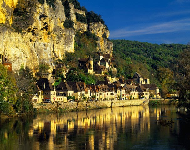Village and Dordogne river
