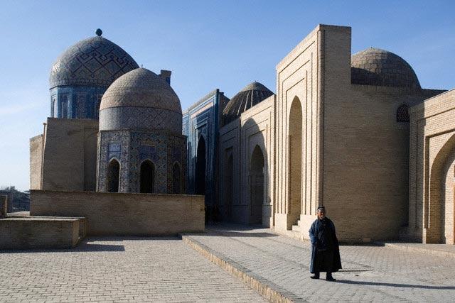Samarkand Shakhi Zinda necropolis, tombs way