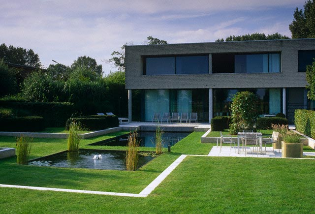 Contemporary Minimalist House and Garden with
