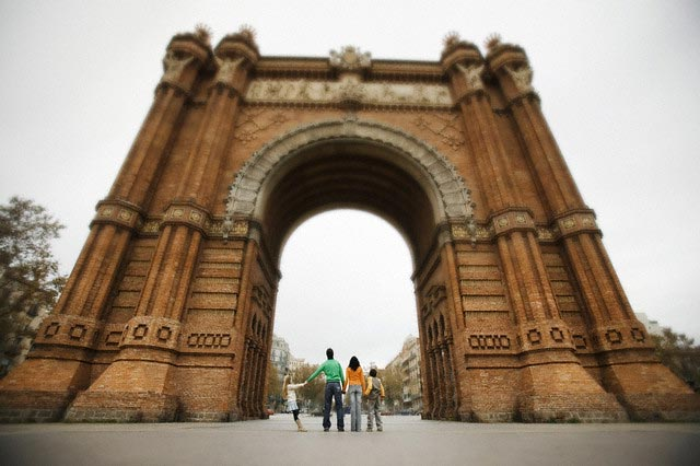 Family Looking Up at Arc del Triomf