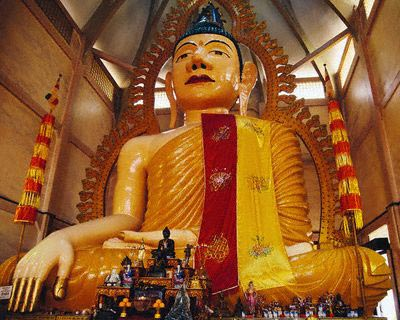 Statue of Buddha in Temple of One Thousand Li