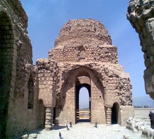عکس دوم کاخ ساسانی سروستان