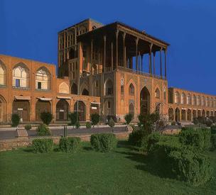 عکس دوم کاخ عالی قاپو