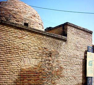 عکس دوم مقبره باباطاهر خرمآباد