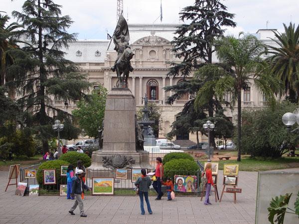 اطلاعات گردشگری Plaza Belgrano