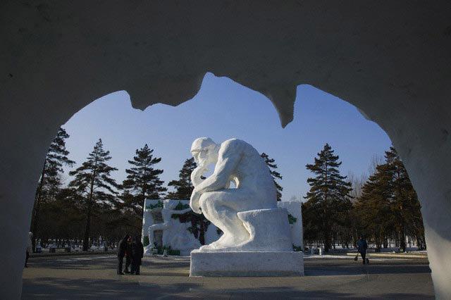 Snow Thinker Statue